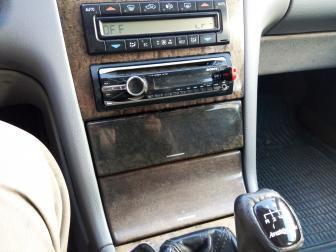 voiture mercedes e 200 essence model 2000