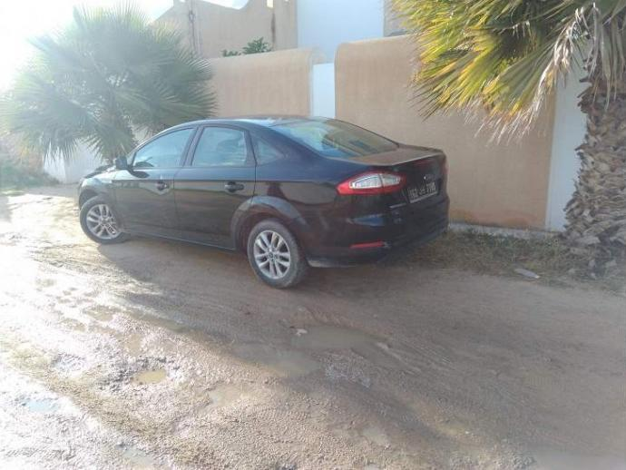 vendre ford mondeo sfax sfax ville ref uc13772. Black Bedroom Furniture Sets. Home Design Ideas