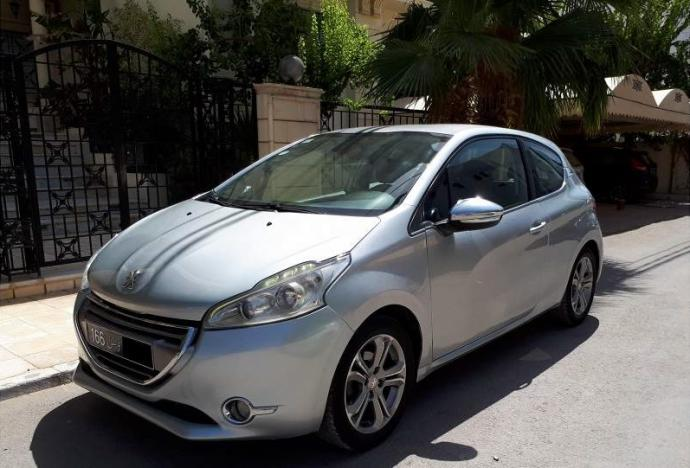 vendre peugeot 208 tunis el menzah ref uc14813. Black Bedroom Furniture Sets. Home Design Ideas